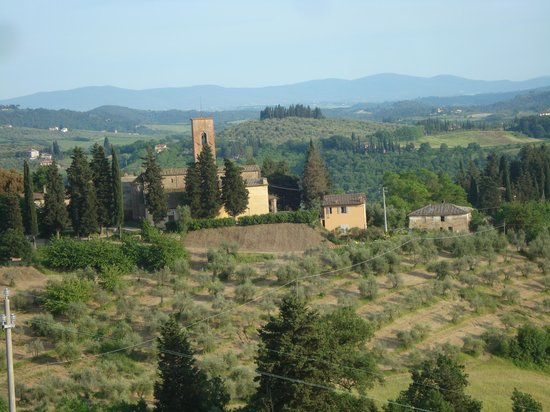 La Poggiolaia: Vineyards and old church