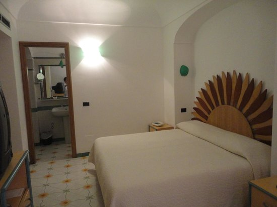 Hotel Tramonto d'Oro: view of a modest room