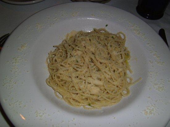 Da Luisa: Spaghetti in Olive Oil, Parmesan, Garlic, and Chili Flakes