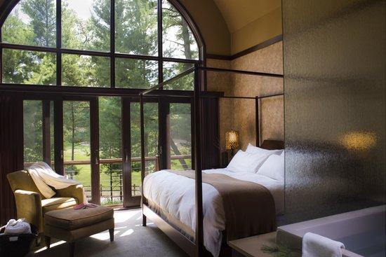 Sundara Inn and Spa: Villa Master Bedroom
