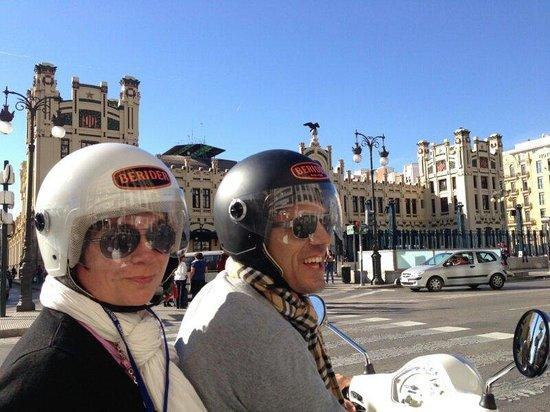 BERIDER Rent & Roll: Oui on est super heureux en Vespa !!