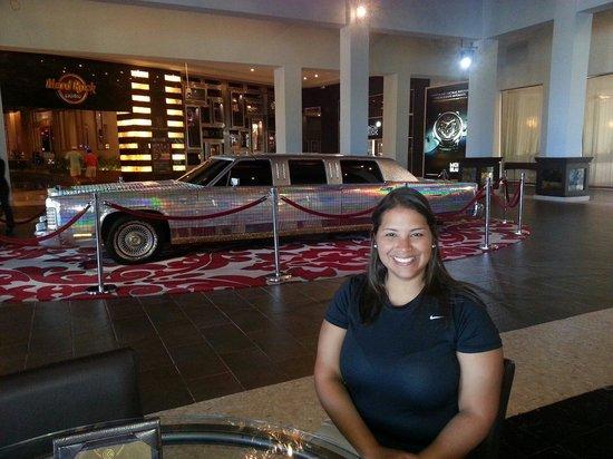 Hard Rock Cafe Punta Cana : Carro de Madona