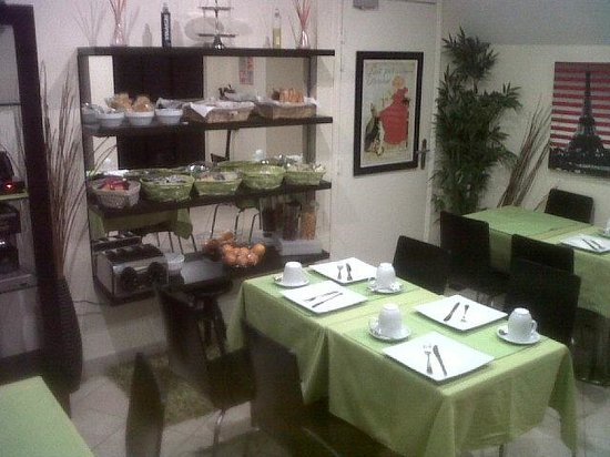 Hotel Paris Lecluse : Super sala colazione in cantina