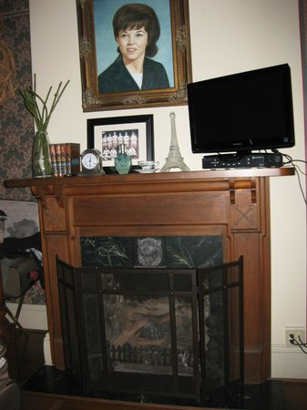 The Reynolds Mansion: fireplace in Linda room