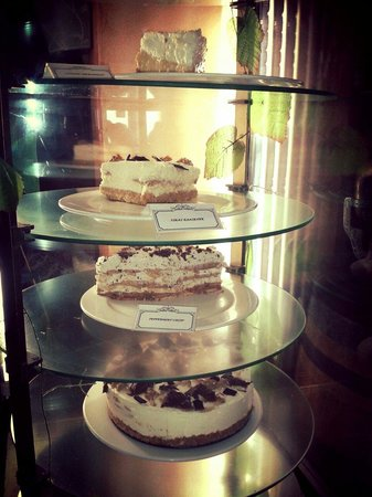 Gisters Restaurant: Delicious cake specials