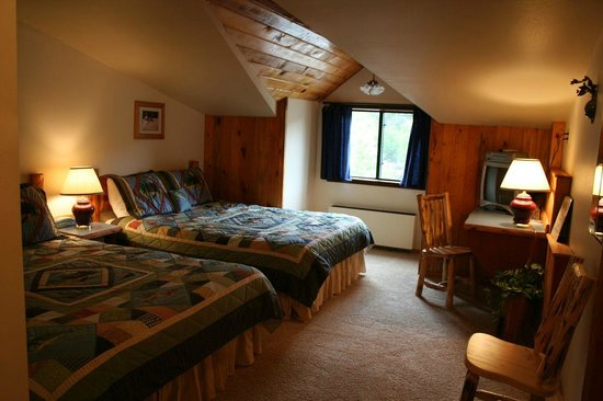 Little Salmon Lodge : Room 2