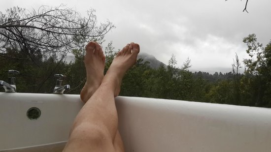 Terra-Khaya: Relaxing Bathtime with fresh mint from the garden in the open air bath