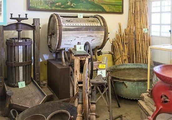 ซันลุยส์โอบิสโป, แคลิฟอร์เนีย: Farming items in museum