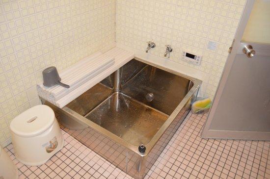 Guest Inn Chita : Baignoire