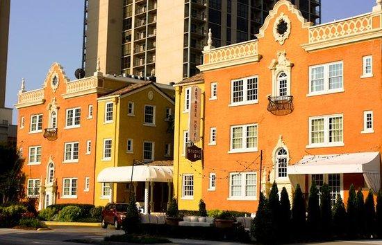 Artmore Hotel: Artmore Facade at Sunset