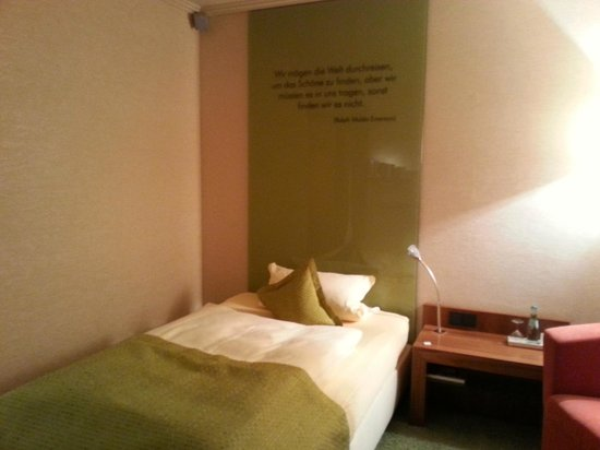 Atrium Hotel Mainz: Bett im Zimmer