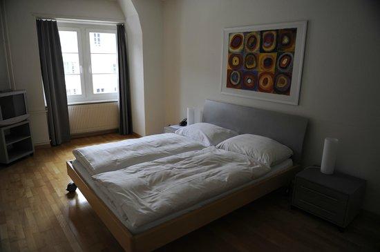 Hotel Krone Luzern: Спальня