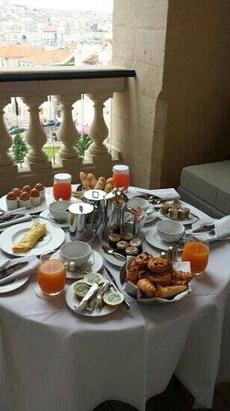 InterContinental Marseille - Hotel Dieu : pt déjeuner servi sur notre terrasse