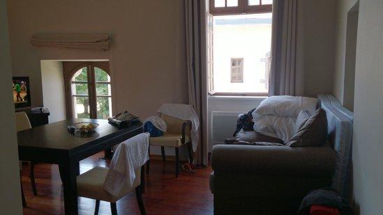 Le Domaine Du Palais des Eveques : Dining/Room/suite