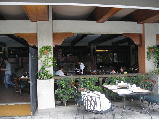 Barcelo Guatemala City: Looking into the covered dining area