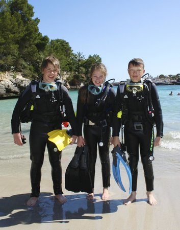 MDS Diving School: Just out of the sea after theyr first dive.