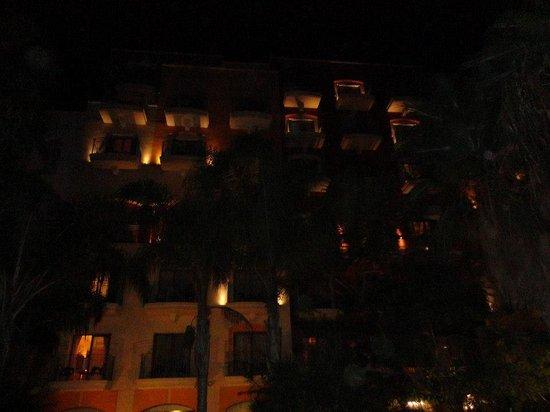Maritim Antonine Hotel & Spa: les chambres vue de la pisicne du rez