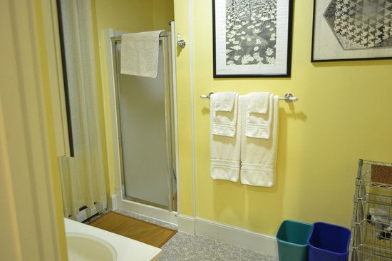 Northey Street House Bed and Breakfast: Bathroom - Woodbury Room