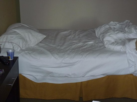 Holiday Inn Express Myrtle Beach-Broadway at the Beach: sagging beds