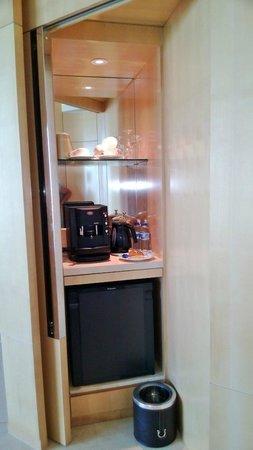 The Meydan Hotel: мини-кухня в номере