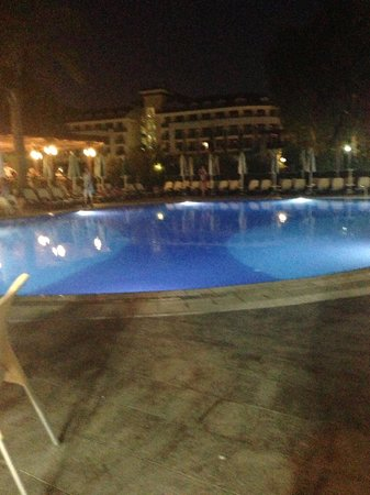 Seher Resort & Spa: Pool at nite lovely.