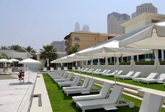 The Meydan Hotel: пляж Мэйдан