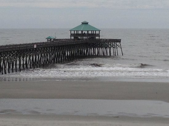 Tides Folly Beach: The pier next to the hotel.