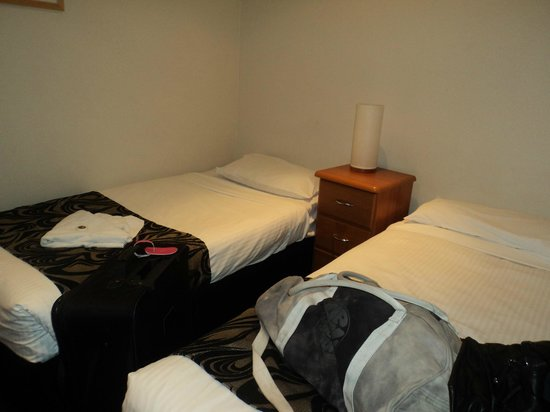 BreakFree on Collins: Bedroom with two single beds