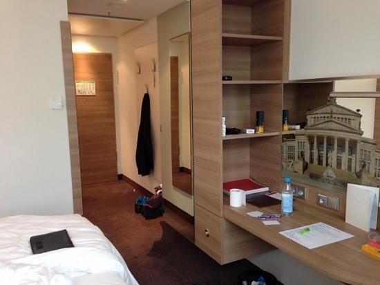 RAMADA Hotel Berlin Alexanderplatz: Modern and Bright but small!