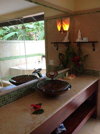 Sleeping Giant Lodge: Bathroom in the Spanish casita