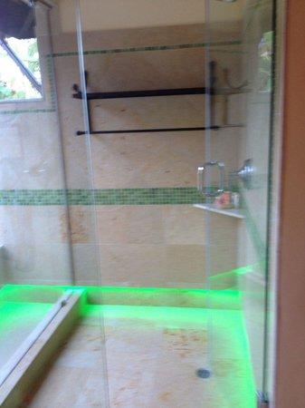 Sleeping Giant Lodge: Semi outdoor shower in Spanish casita