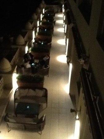 Grand Hyatt Doha Hotel & Villas : bar mais attention prenez un minuteur
