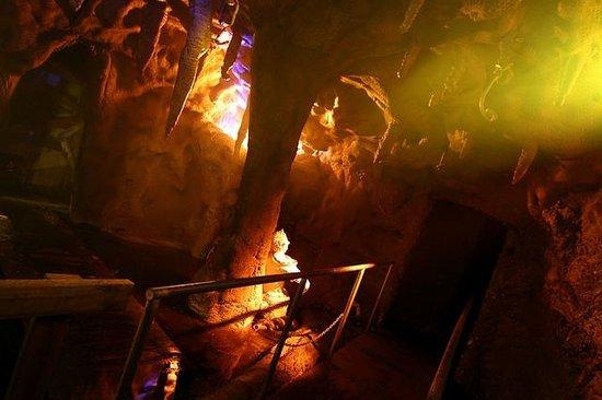 Kersey Valley Spooky Woods: Snake Cave