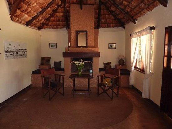Arusha Safari Lodge: Bungalow #2 sitting area