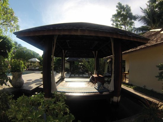The Sunset Beach Resort & Spa, Taling Ngam: Espace massage piscine