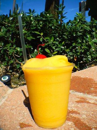 San Juan Marriott Resort & Stellaris Casino: Blender Drinks poolside