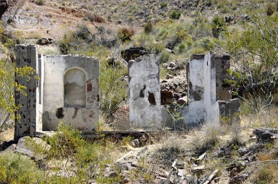 Sitgreaves Pass : Gold Road Ghost Town Ruins