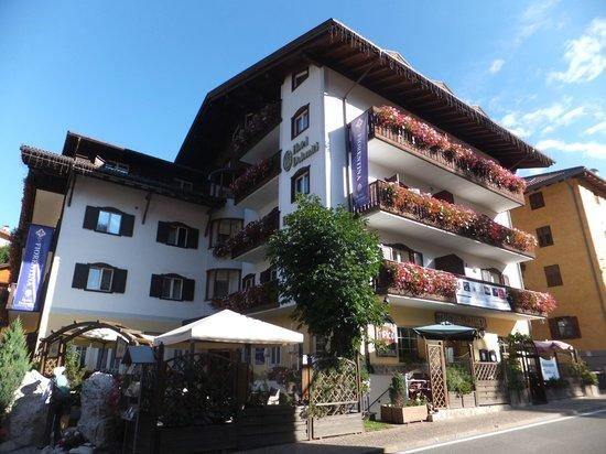 Hotel Dolomiti: ホテルドロミーティ