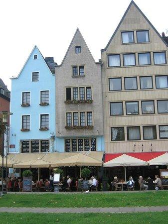 Altstadthotel Lowenbrau: Blue hotel on the left