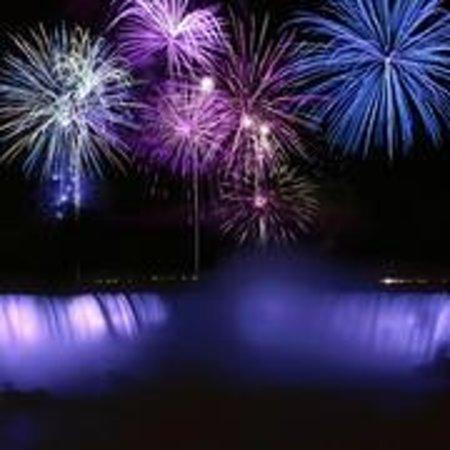 Zoom Tours Toronto to Niagara Falls: Fireworks Niagara Falls Zoom Tours