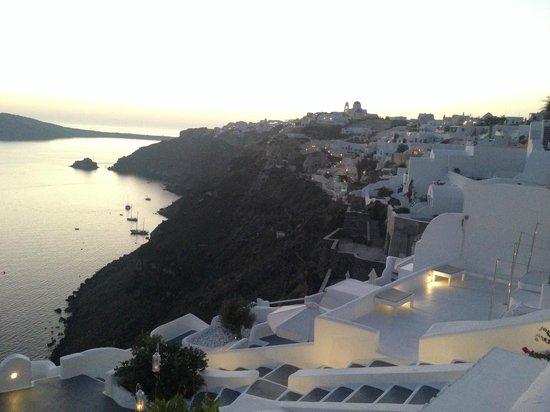 Kirini Suites & Spa: Sun setting over Oia!