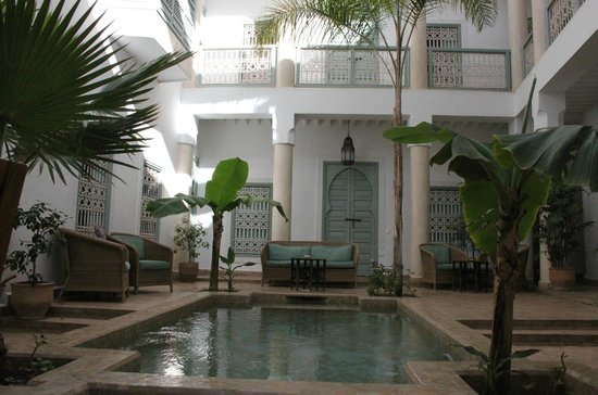 Riad les Hibiscus: In the courtyard. Its not a swimming pool