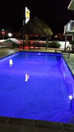 Budget Lodge: Pool with rotating lights (Blue)