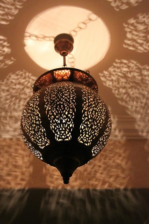 Riad les Hibiscus : Just a fancy light fixture in our room. Top Floor room
