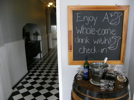 Windsor Hotel & Apartments: Drinks on arrival