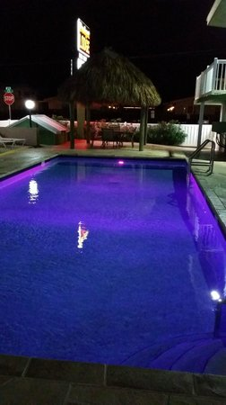 Budget Lodge: Pool with rotating lights (Purple)