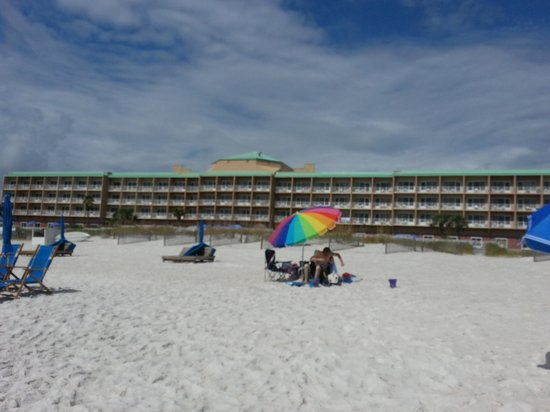 Hampton Inn Pensacola Beach: view of hotel from the beach