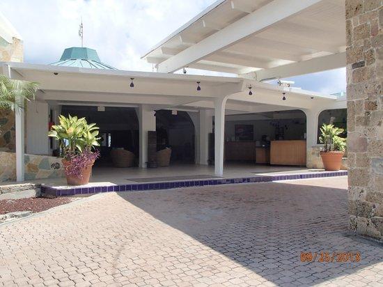 Divi Carina Bay All Inclusive Beach Resort: Entrance to the hotel
