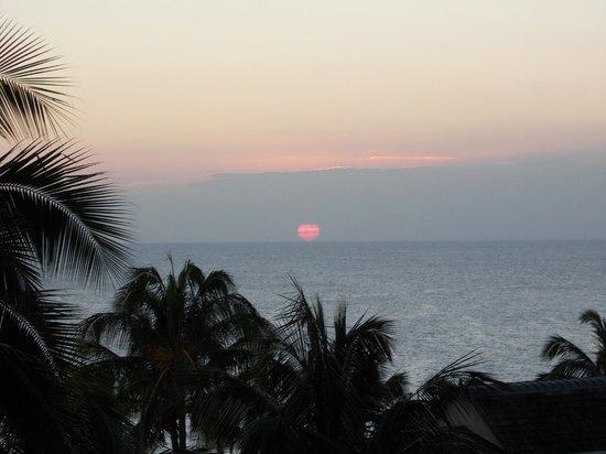Sunset Kahili Condos: Sunset from 302