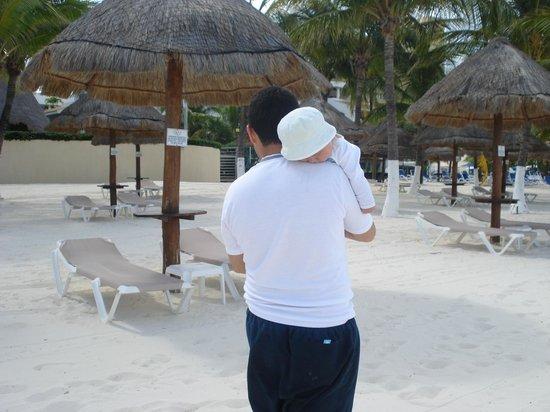 Beachscape Kin Ha Villas & Suites: asoleadores